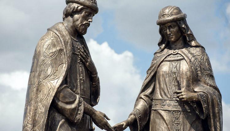 памятник петру и февронии муромским в воронеже