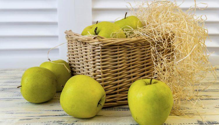 Почему нужно съедать хотя бы одно яблоко каждый день