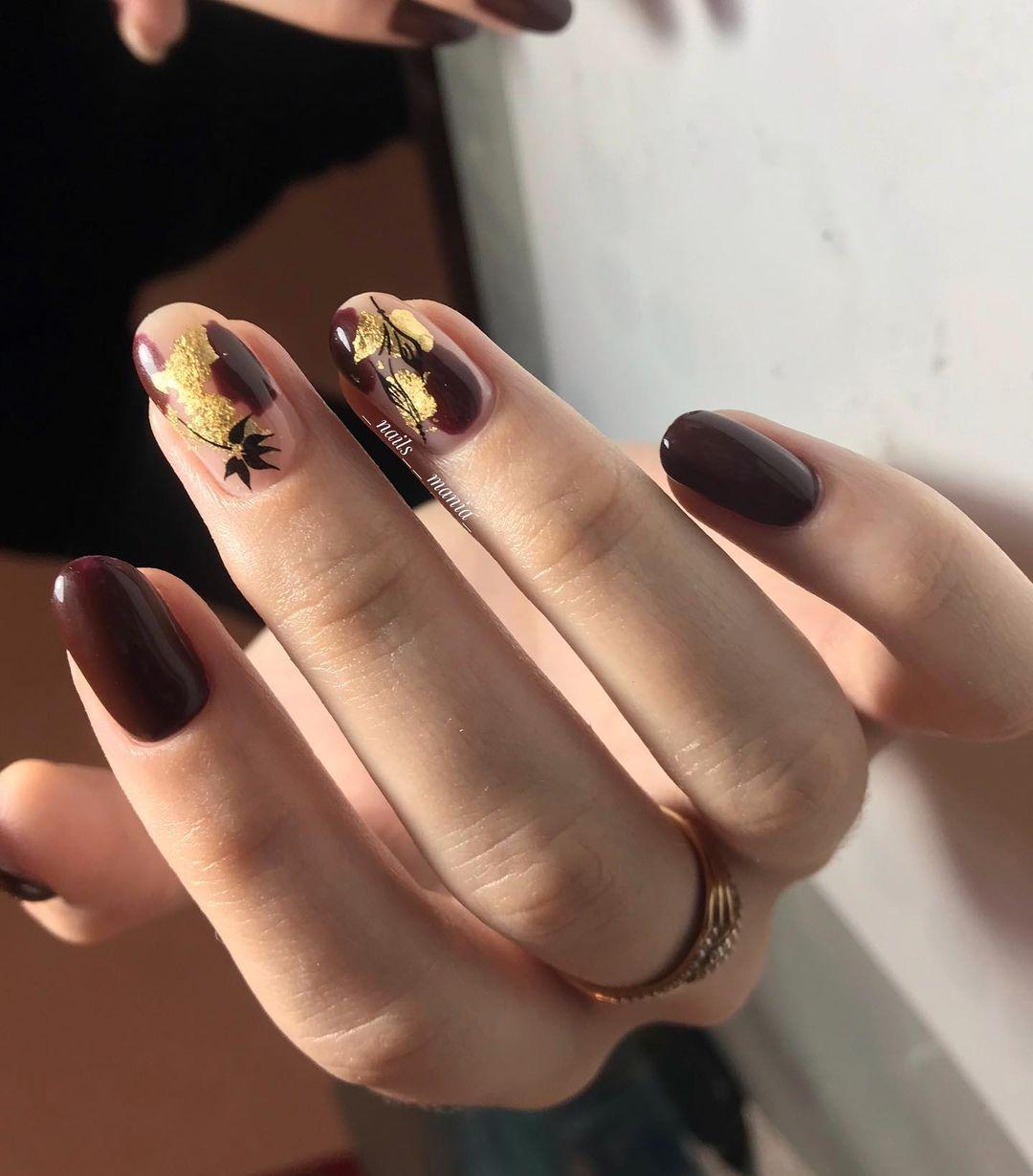 дизайн ногтей коричневый с золотым