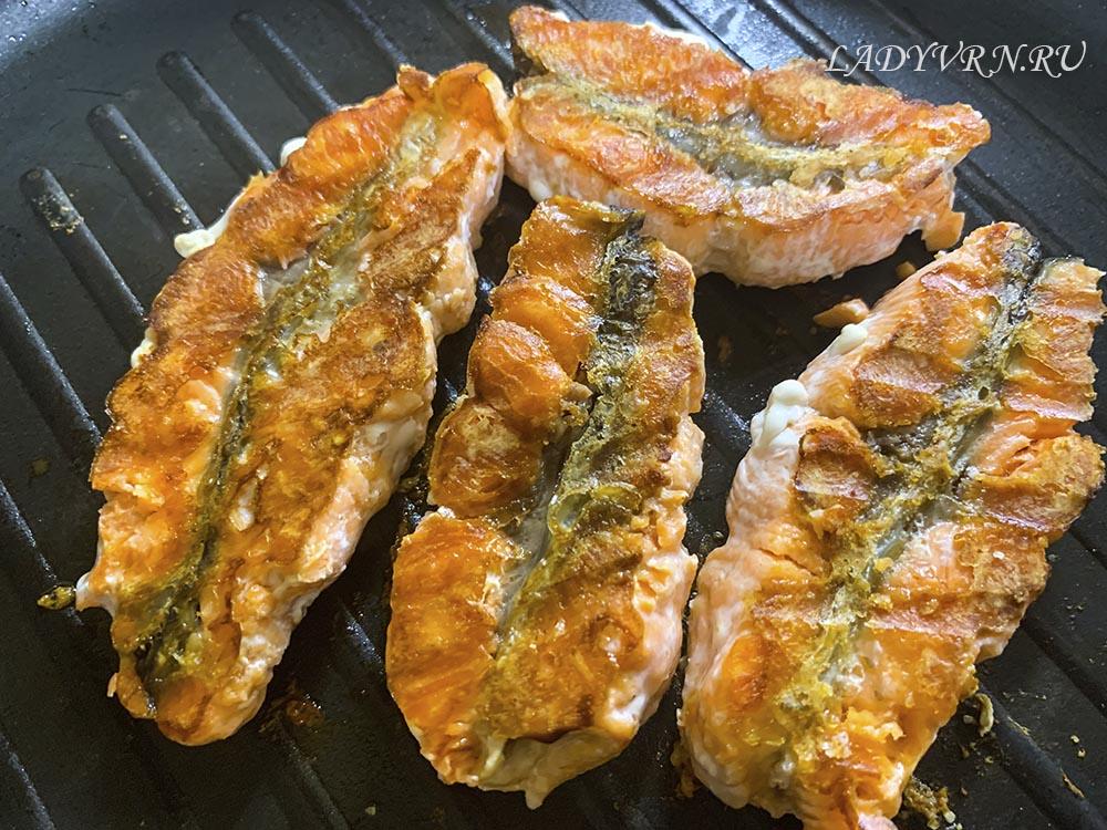 красная рыба на сковороде без масла