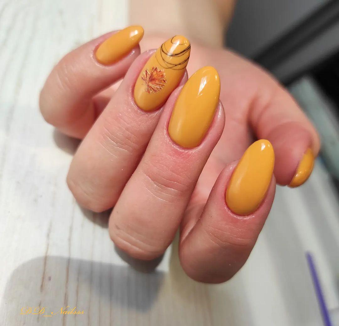 маникюр в оранжевом цвете