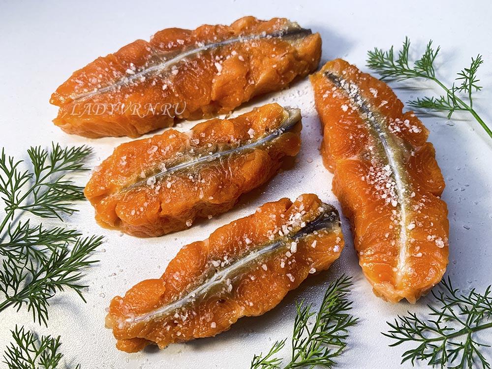 рыбные стейки с солью